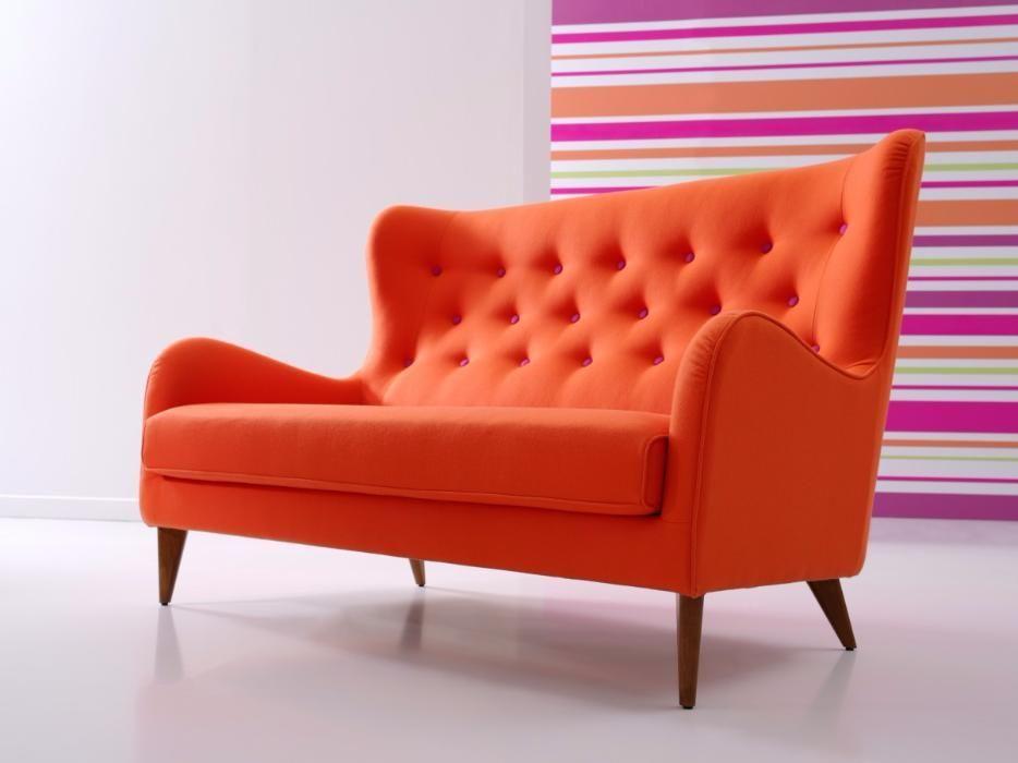 Canapea rosie cu picioare mobila sofa living modern chic