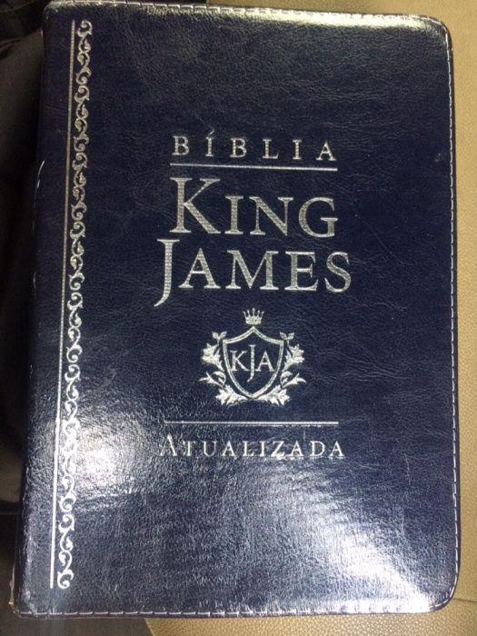 Vende-se Bíblia