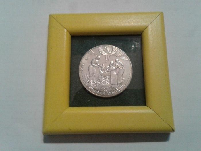 Монета обряд Казахстана - Кыркынан Шыгару в рамке . Оформление.