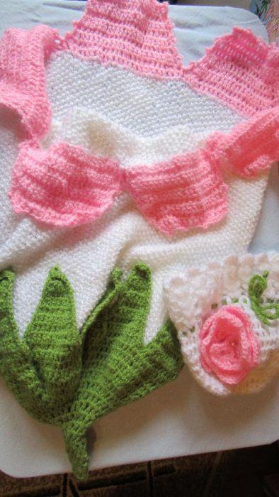 Пелена и шапка за бебе във формата на цвете