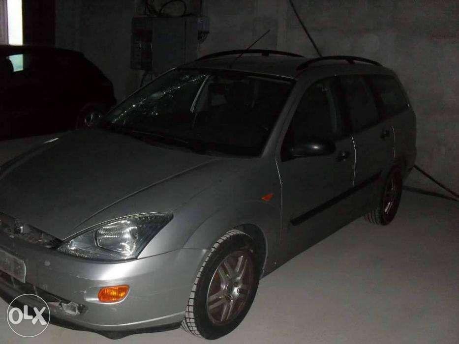 Dezmembrez Ford Focus 1,8tddi An.2001 Comby