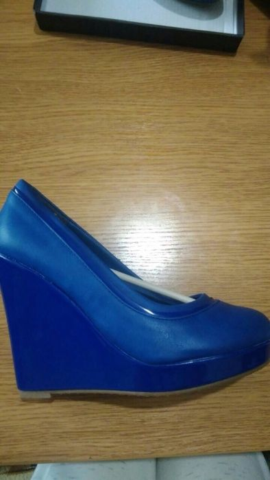 Продавам дамски обувки 38-ми номер