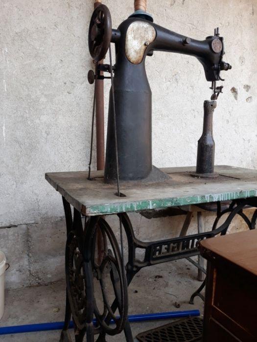 Vand masina de cusut incaltaminte SINGER ORIGINALA, 150 euro