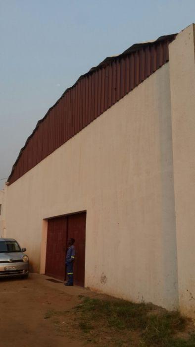 Arrendo armazém moderno na N4 perto da paragem igreja