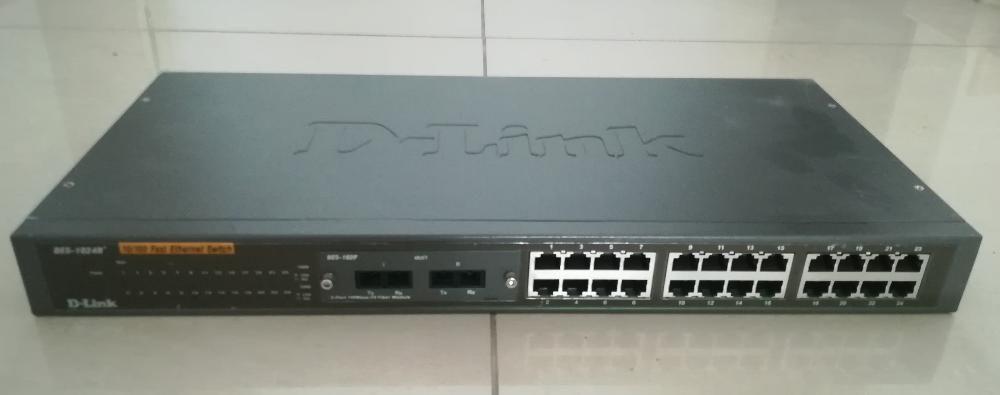 D-Link DES-1024R-24 портов суич D-Link 10/100-24 порта switch