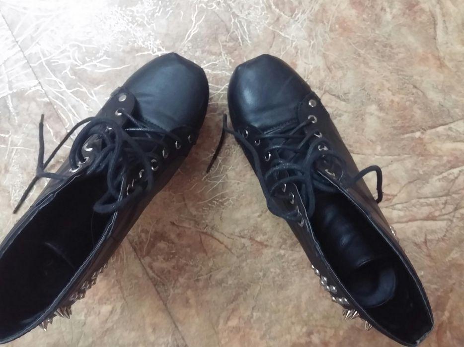 Продаю ботиночки с шипами. ТОРГ
