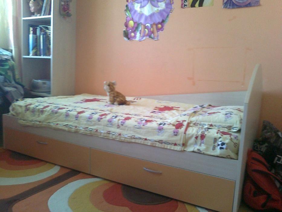Продавам детско-юношеско легло