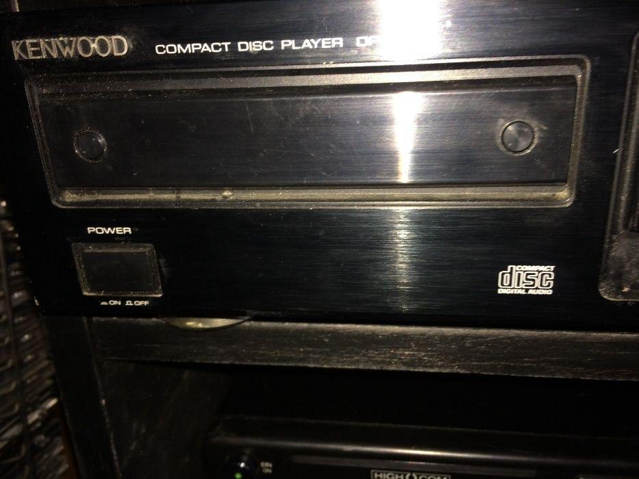 Kenwood Cd compact disc player dp-1020.