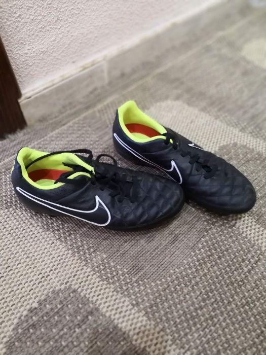 Футболни обувки, бутонки Адидас, Ню баланс и Найк