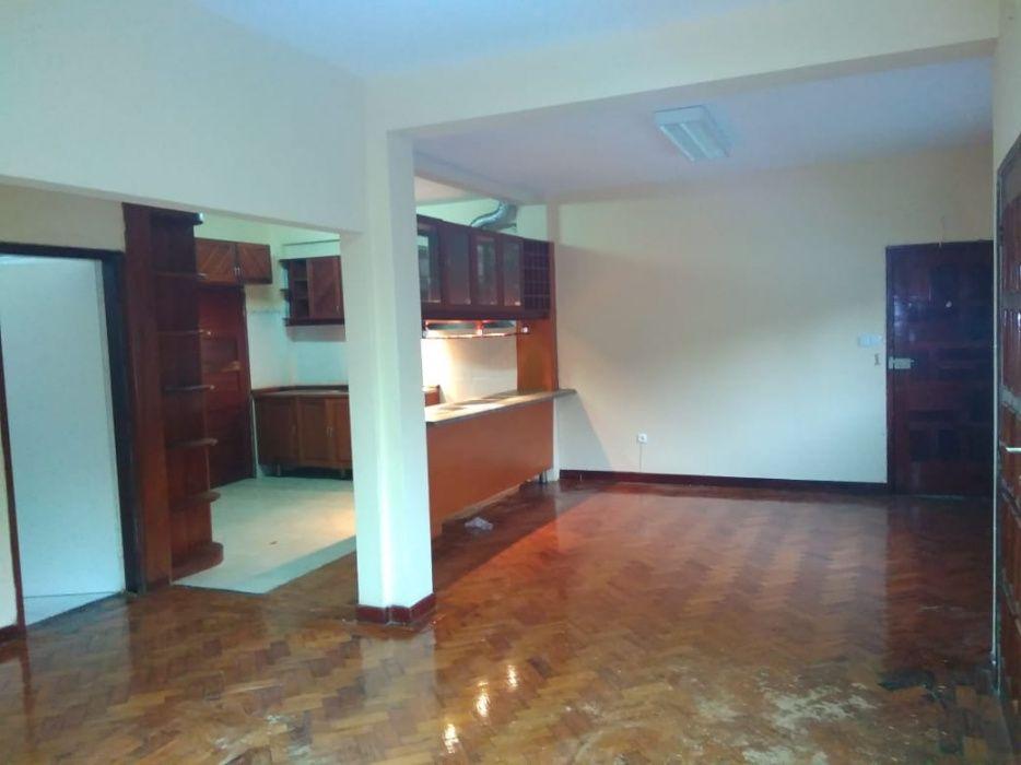 Apartamento rés do chão na Polana