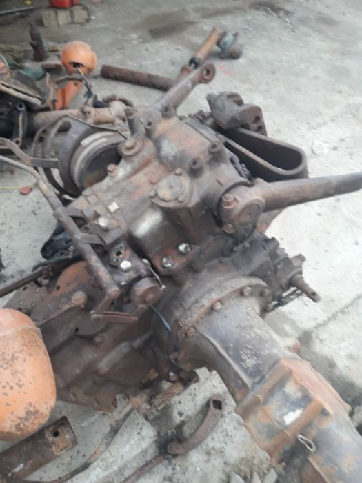 Dezmembrez tractor 445 530