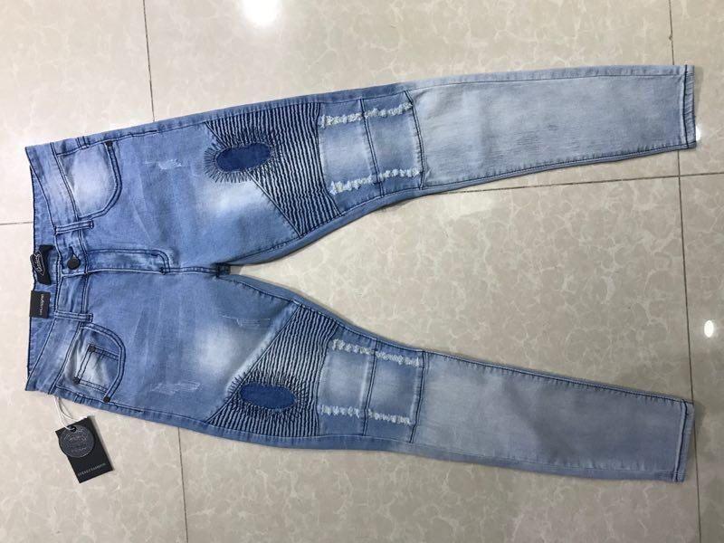 Calças Jeans Disponível