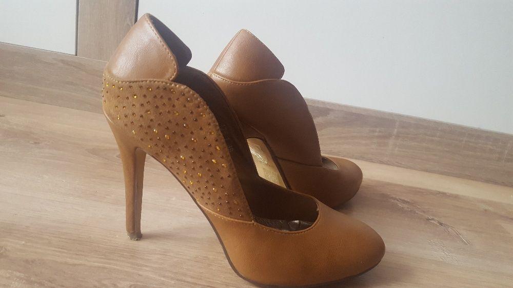 НАМАЛЕНИ! Кафяви обувки на висок ток, 39 номер