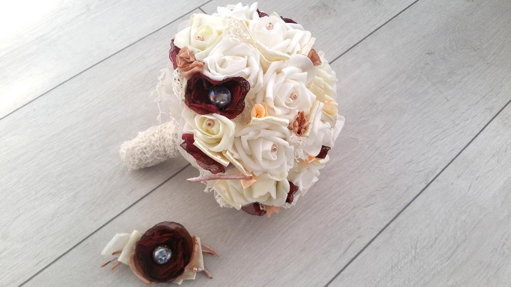 Buchet de mireasa cu trandafiri ivoir si visinii