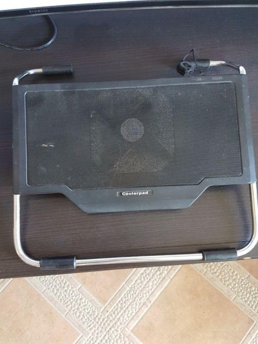 Компютърна масичка с вентилатор