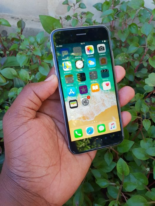 IPhone 6 com 64GB.