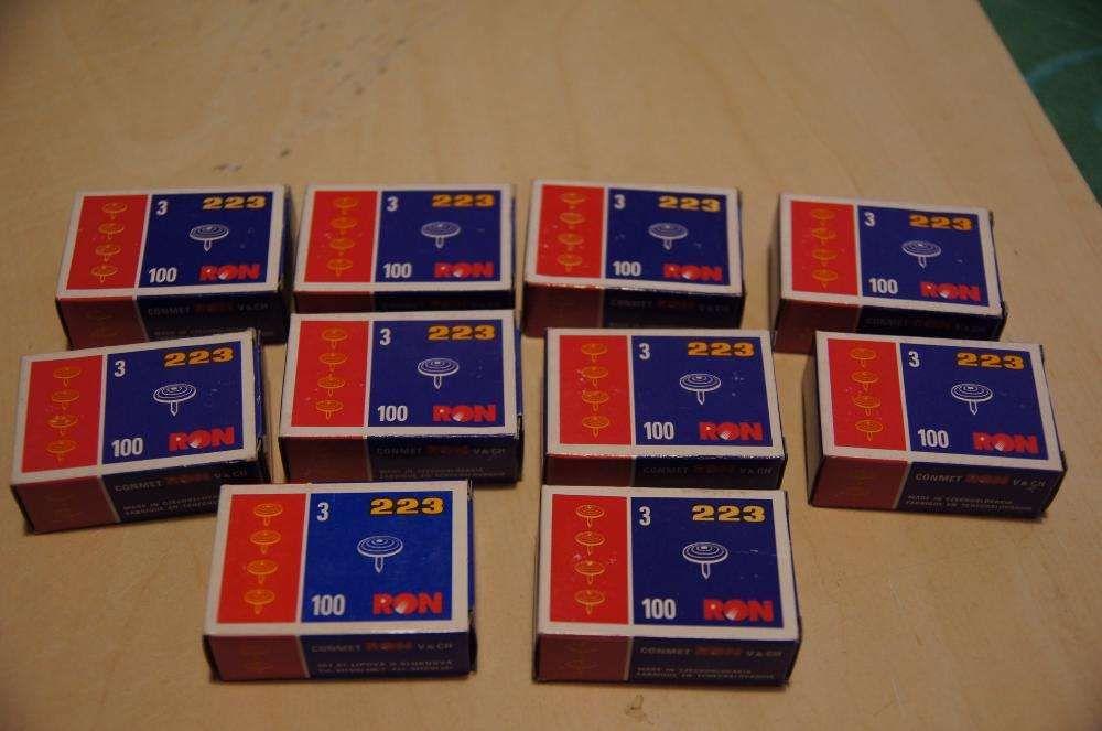 Cutii cu 100 bucati pioneze, produse in Cehia. Noi.