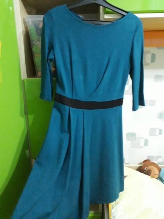 Трикотажное платье интересного покроя 44 размер