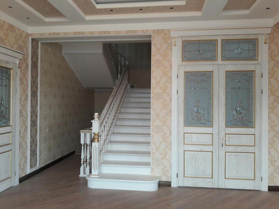 Двери, лестницы,кухни, спальни.