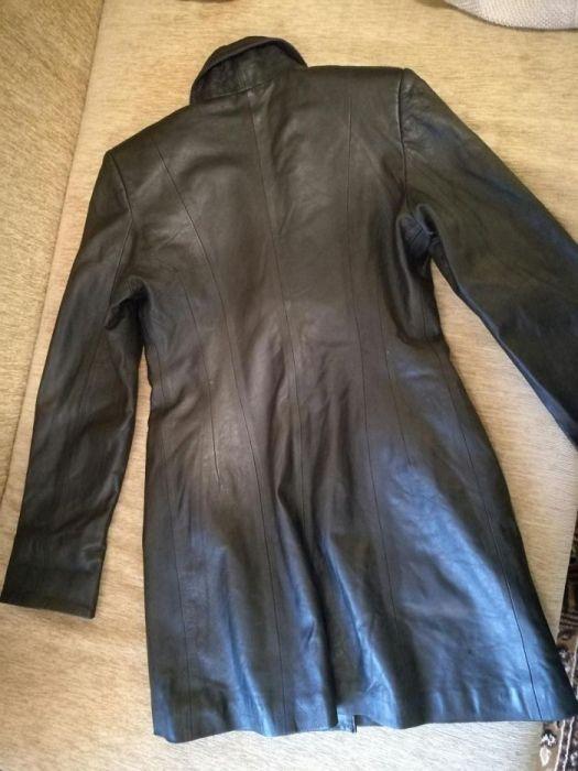 Продавам дамско пролетно/есенно черно кожено яке - естествена кожа