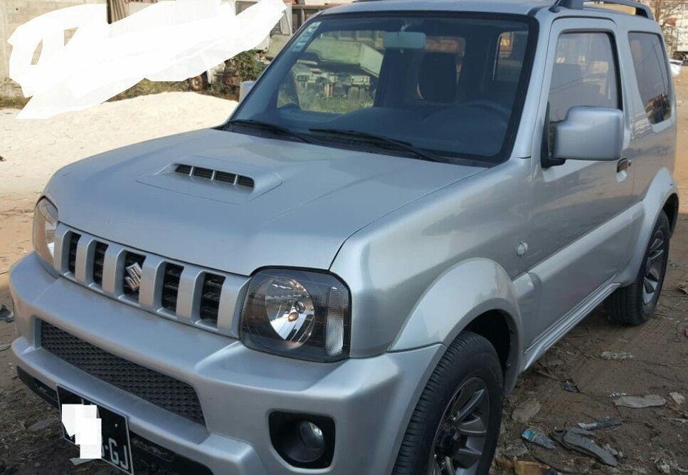 Vende-se este Suzuki Jimmy automatico. Tudo de origem. 5.500.000kzs.