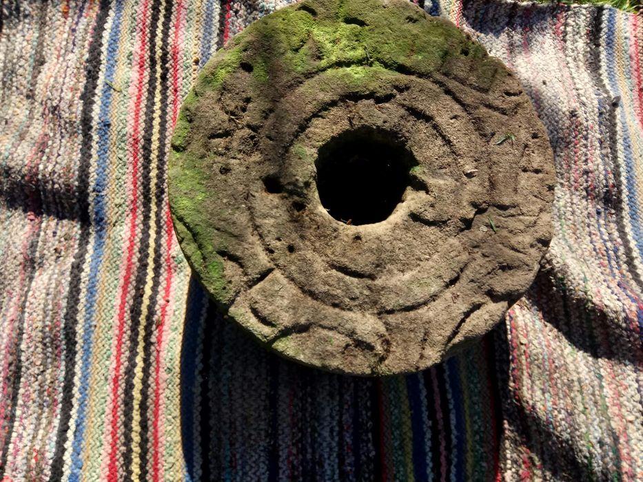 Продавам огромен старовремски камък за точене