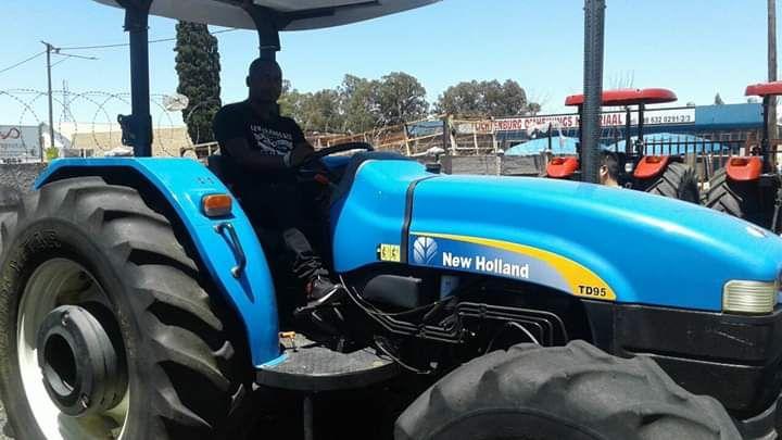 Tractores 4x4 a venda na África do sul ao preço de 190000 rands