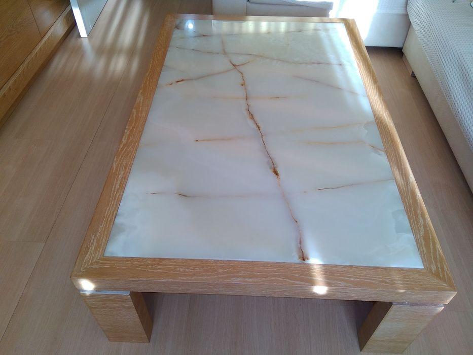 Маса с мраморен камък