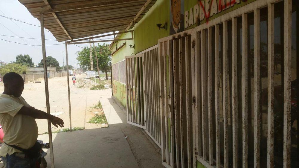 Estabelecimento em Viana rua da sonagalpe