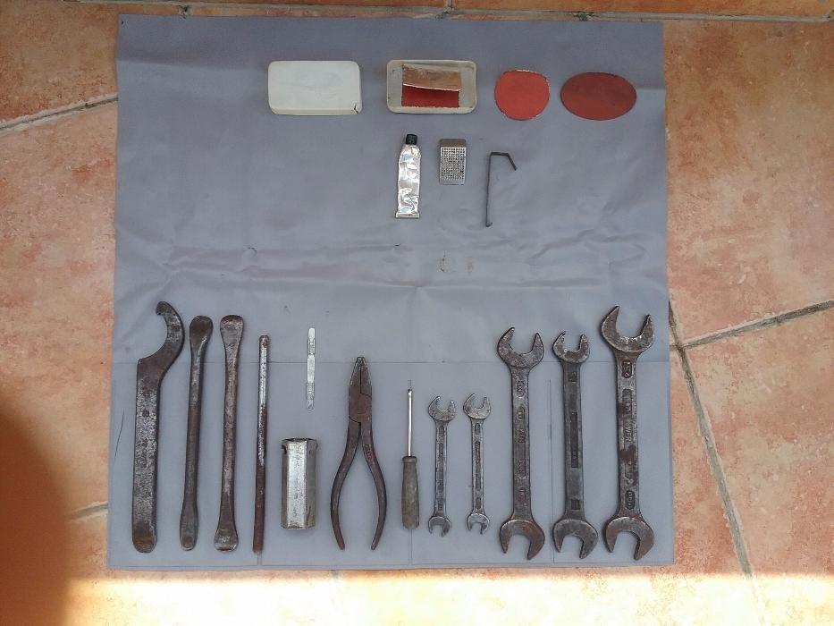 Продавам комплект инструменти