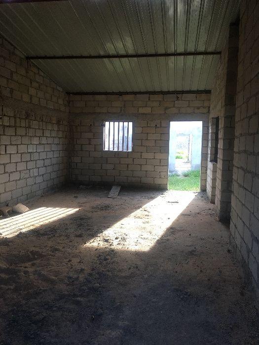 Vivenda de 3 quartos semi acabada no Zango 2 terreno 15m*15m
