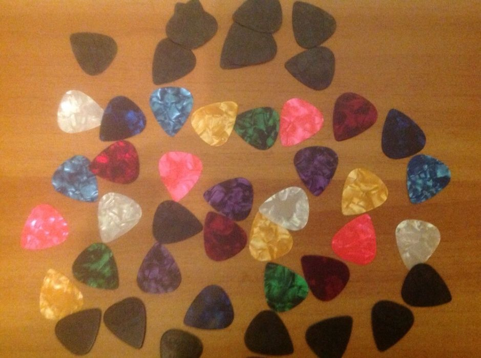 Pene colorate pentru chitară