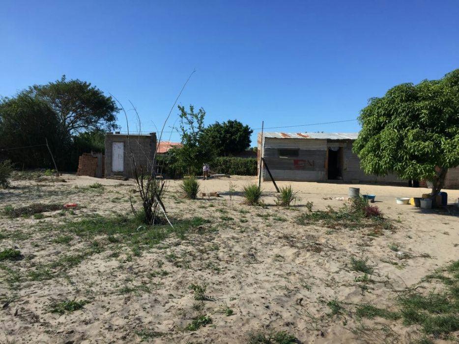 Dependência com energia e Furro de água num terreno de 100x50 m2