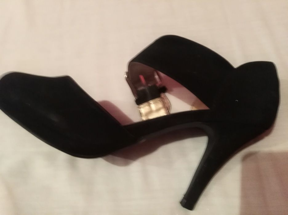 Sapato de camurça em preto!!