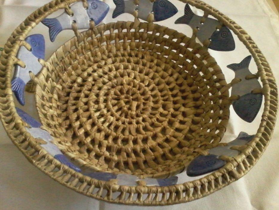 Cos cu pestisori din ceramica