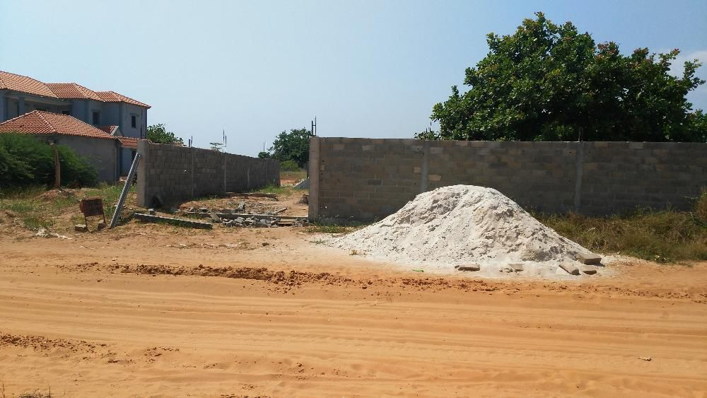 Vende-se Terreno de 40X70m vedado no Sossego