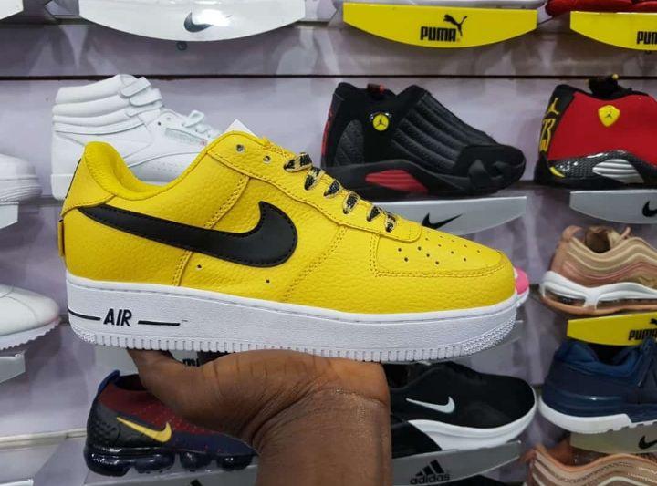 Nike Air Force One. Temos várias cores e tamanhos.