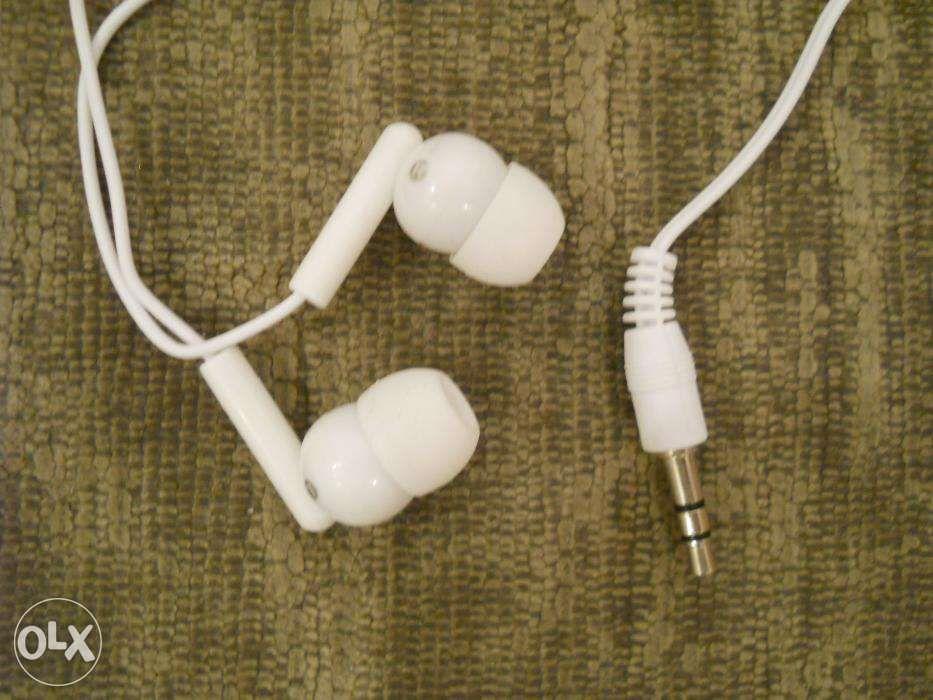 CASTI ALBE in-ear stereo, no-name, absolut noi, conexiune universala