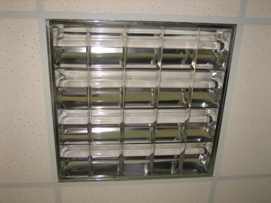 Продам светильники под потолок амстронг! В наличии 40 штук оптом дешев