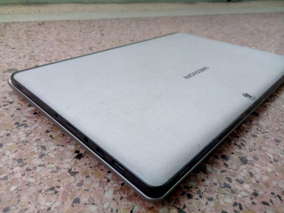 "MEDION model/ E1003 N. Dual core (6th geração) 11.5 ""super clean"" 128G"