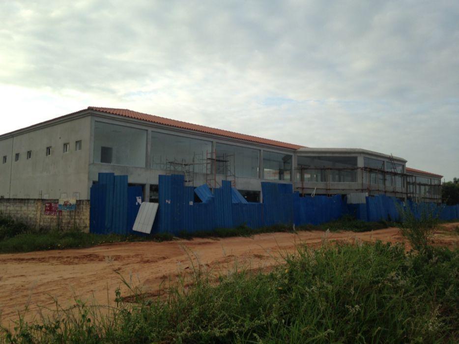 ARRENDO: 35 Lojas na via do KERO do KILAMBA