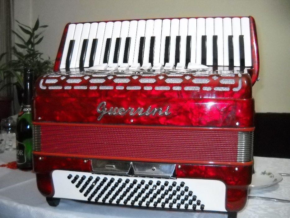 vand acordeon guerrini cu muzica cagnoni a mano din fabrica 96 basi.