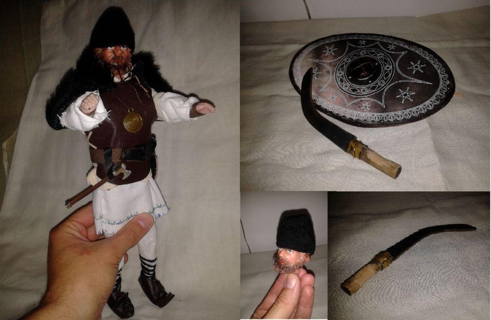 figurina 1/6 30cm luptator dac cu falx, platosa piele, scut