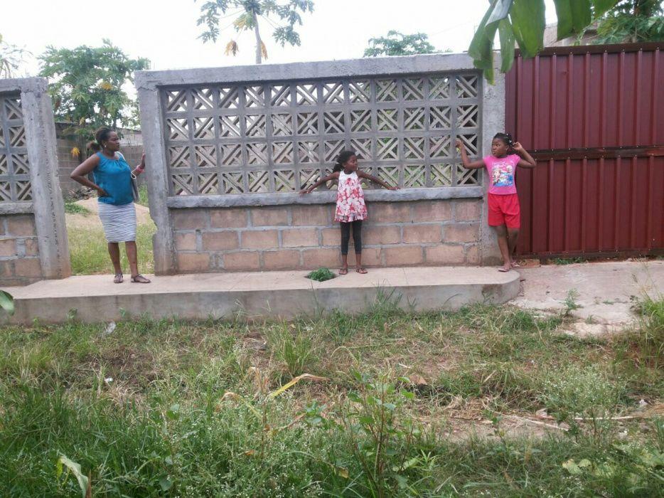 Vendo uma casa inacabada e uma dependência tipo 1 suite na de ISTEG Machava - imagem 2