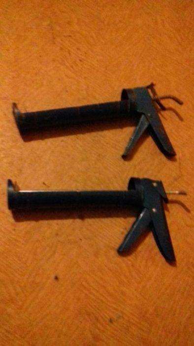 Pistoale pentru tuburi silicon și capace sifon pardoseala