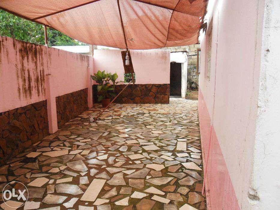 Vende-se/arrenda-se casa no bairro do maxaquene av. flpm Maputo - imagem 7