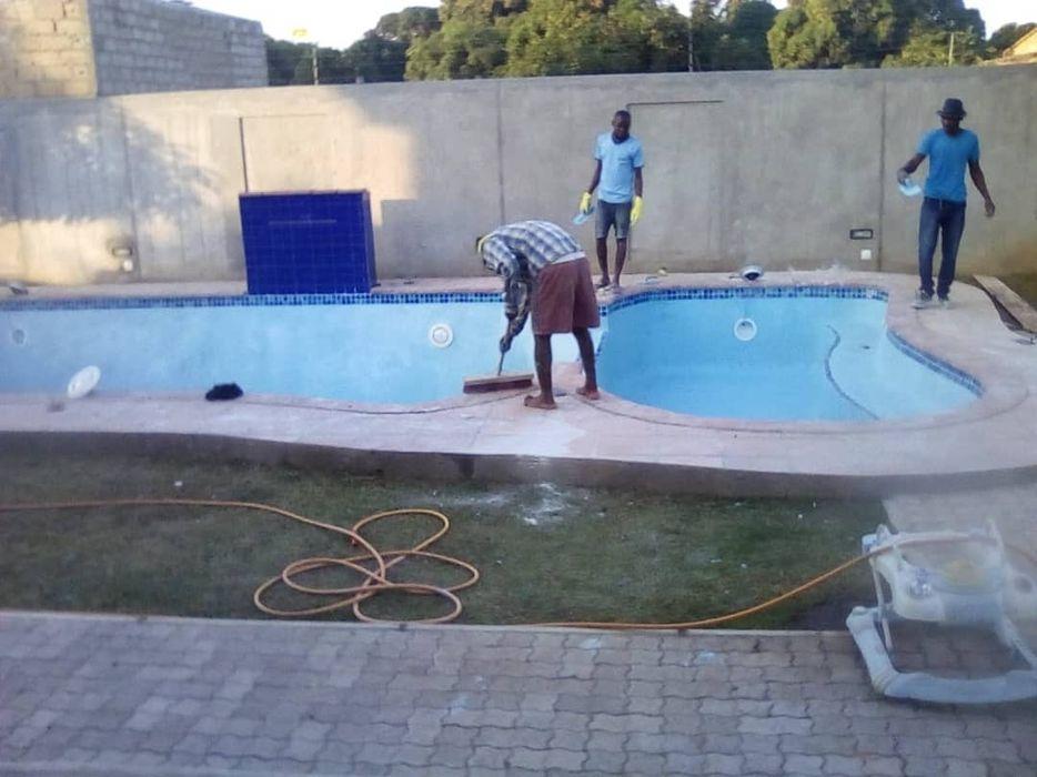 Construção de Piscinas e Fornecimento de Água Potável