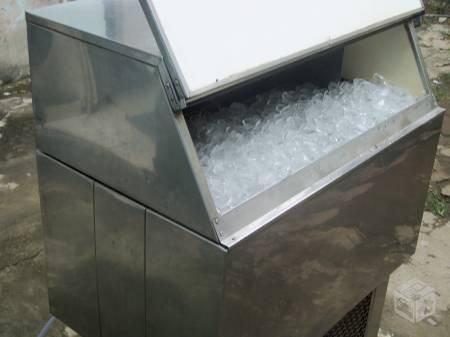 Vende se Maquina de Gelo e Escama e em Cubo
