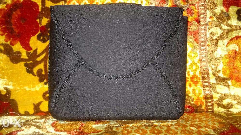 Husa gentuta iPad/tableta/laptop diag.36 cm, cu maner soft, noua