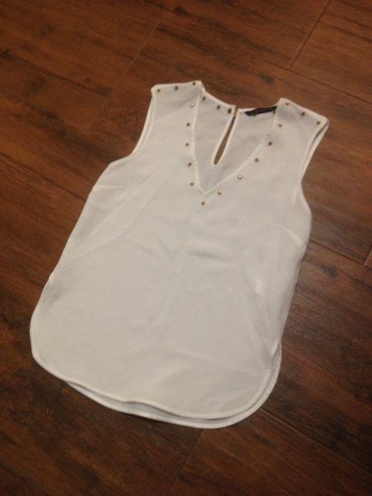 Бял топ Зара Zara със златисти декорации по деколтето